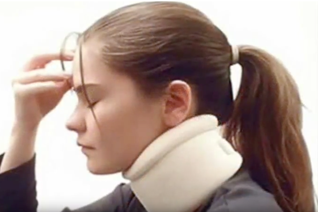 A women got a personal injury in the neck and head